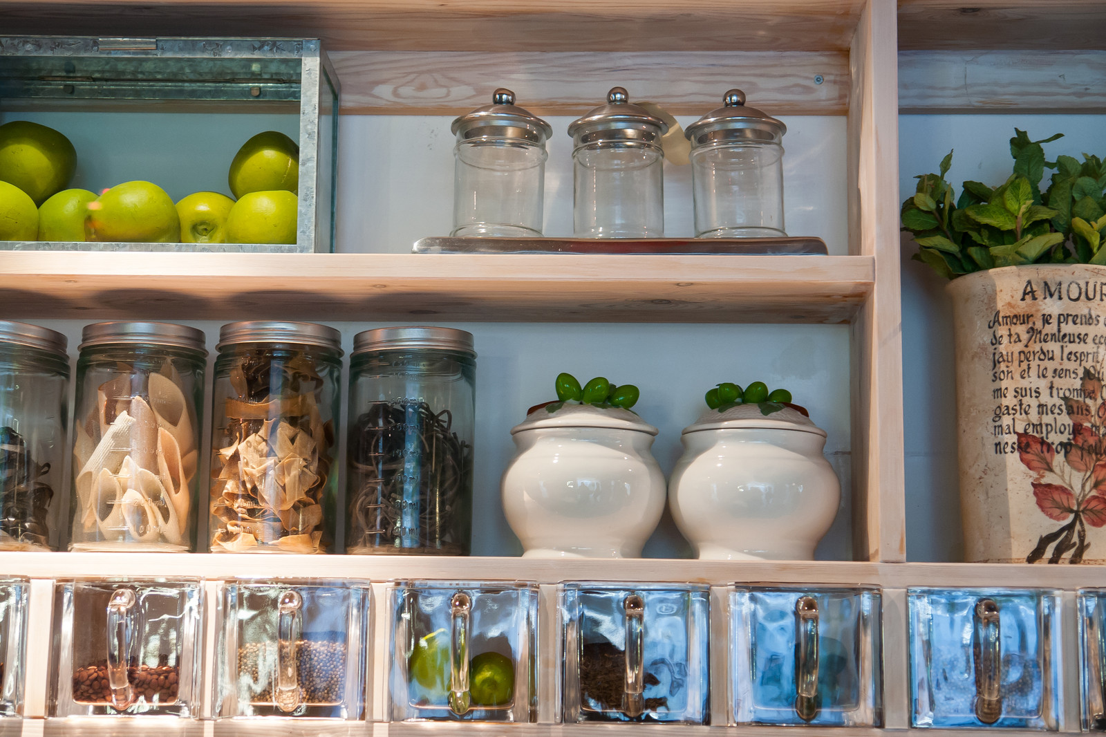 7 Top Tips For Decluttering Your Kitchen
